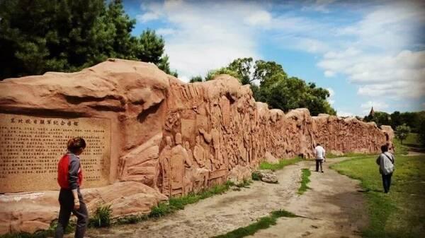公园位于太阳岛东部,这个由抗联战士和11匹骏马组成的马队,象征东北抗