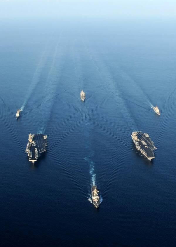 一支航母编队可轻易消灭一个中等国家海军,一般国家根本养不起!