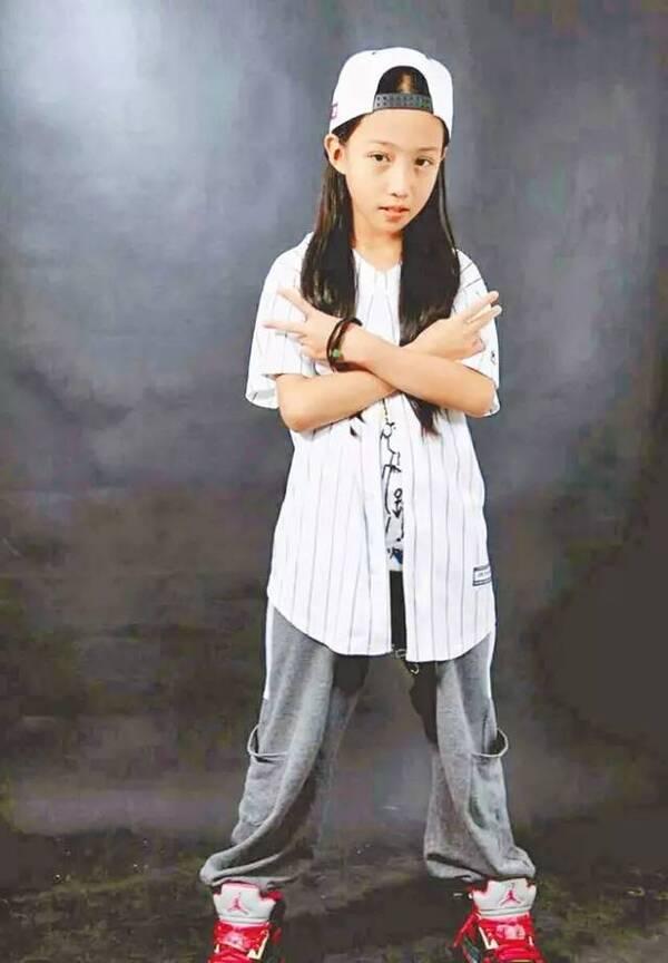 比起那个不要800万学区房的孩子,这个12岁小姑娘更