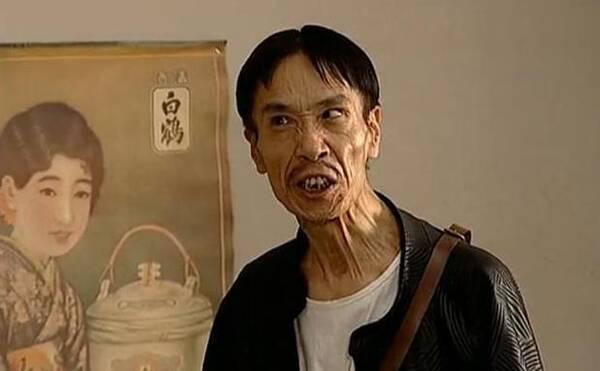 江演的抗日喜剧_58岁时候,他在抗日情景喜剧《地下交通站》中饰演欺软怕硬,丑态百出