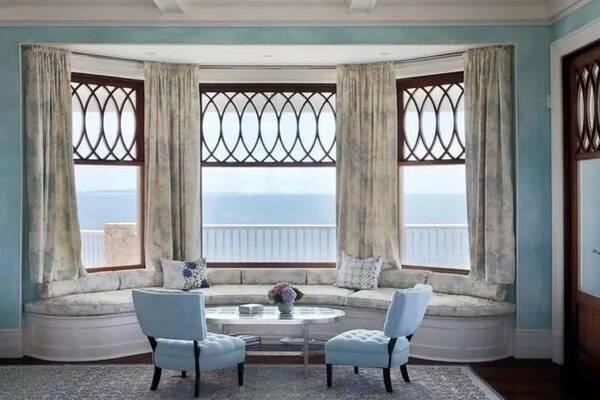欧式田园风格的景观型飘窗可以结合整体的房屋风格,搭配一些荷叶边