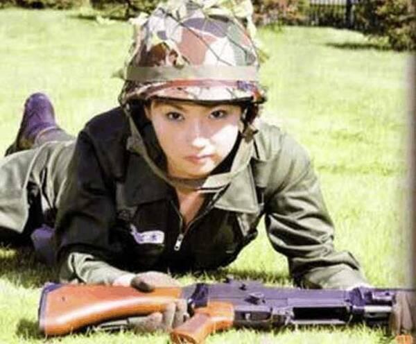 日本自卫队现在有很多华人服役, 真不明白这些