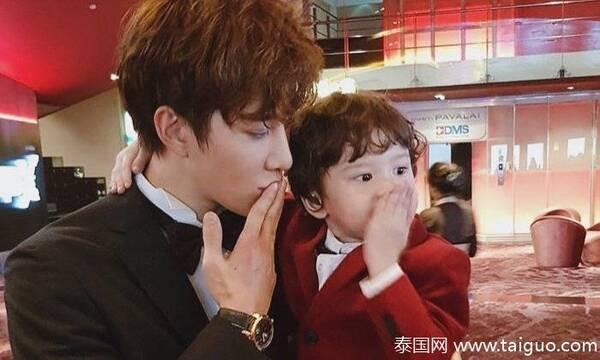 泰国人气男星mike为儿子挣学费 在中国圈粉无数