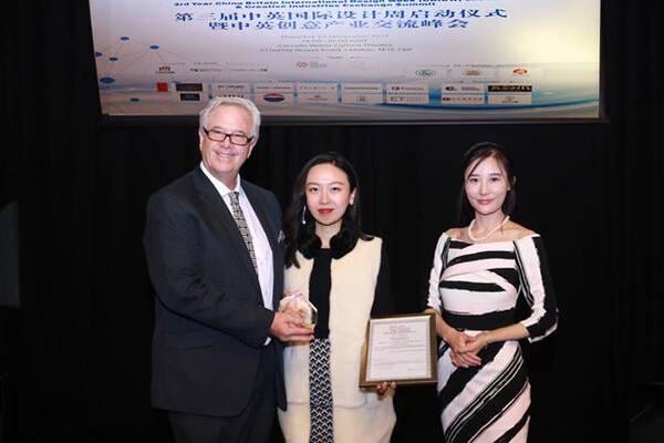 中:第三届cbidw中英创意产业交流大使暨国际珠宝设计师 刘蔓女士
