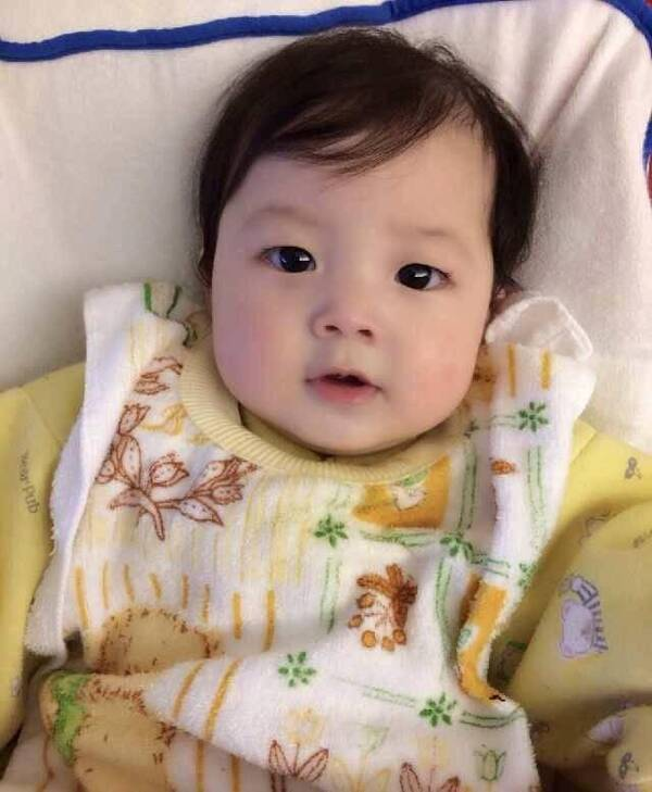 jasper虽然没有刚出生的照片,但他小的时候,真的是超级可爱啊.