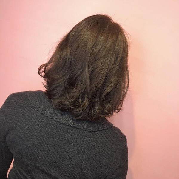 头发不长不短很尴尬,那就这样烫,年轻又时尚