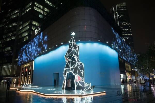 上海芮欧百货点亮星璨圣诞,黑科技星际圣诞树闪耀魔都图片