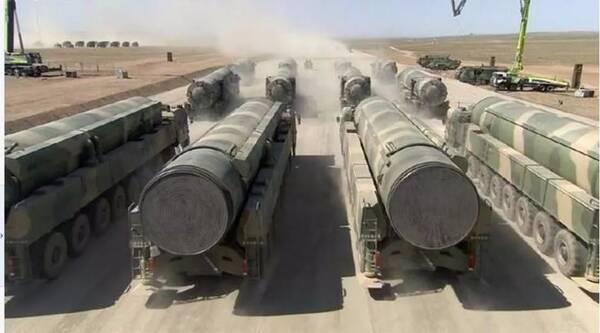 """无坚不摧,唯快不破,数百年来,人们对于武器性能的追求,大体可归于防护、威力和速度三大要素。现在,中国又增添了高超音速飞行器弹道导弹,成为打破强国之间战场僵局的""""革命性武器"""",以高超音速飞行器为代表的尖端武器技术,是中国在一百年内保持世界超强地位的有力保障。"""