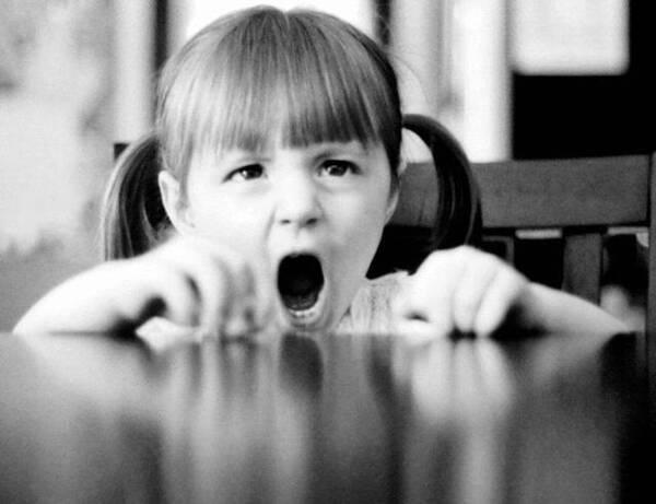 9岁女童反复呕吐,一年住院30次!病因竟是妈妈