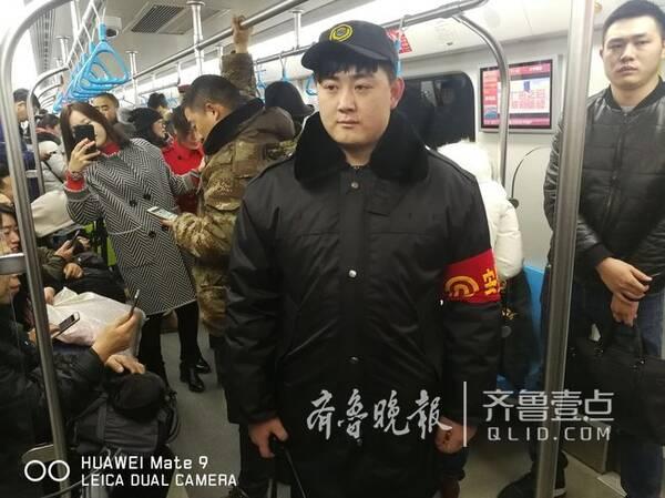 为保障乘客快速通过安检,青岛地铁将采取以下措施,一是增配巡车保安员