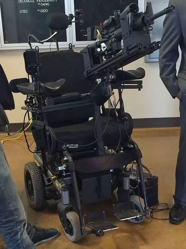 这老爷子的轮椅太过于高级了 注意看右上角细节 创新  ·  设计图片