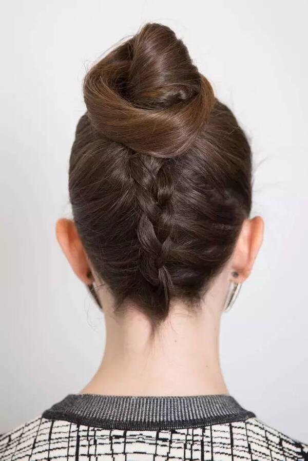 侧扭头发的步骤及图片