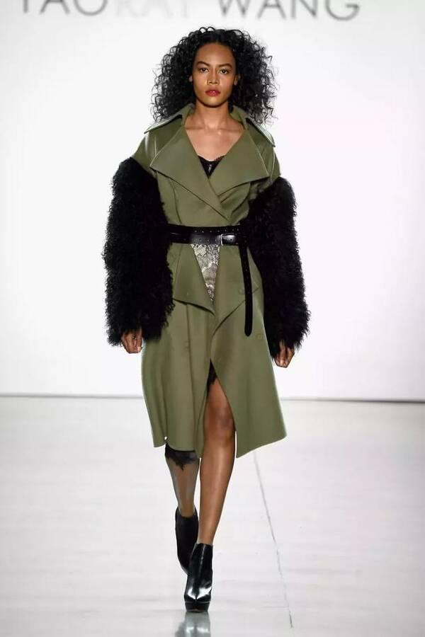 Taoray Wang:精致女人穿西装每件衣服都惊艳你的眼球