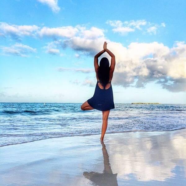 瑜伽树式,就这么一站,改善驼背!图片
