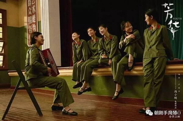 王征《绒花》,电影《芳华》热播,手风琴《绒花》热拉