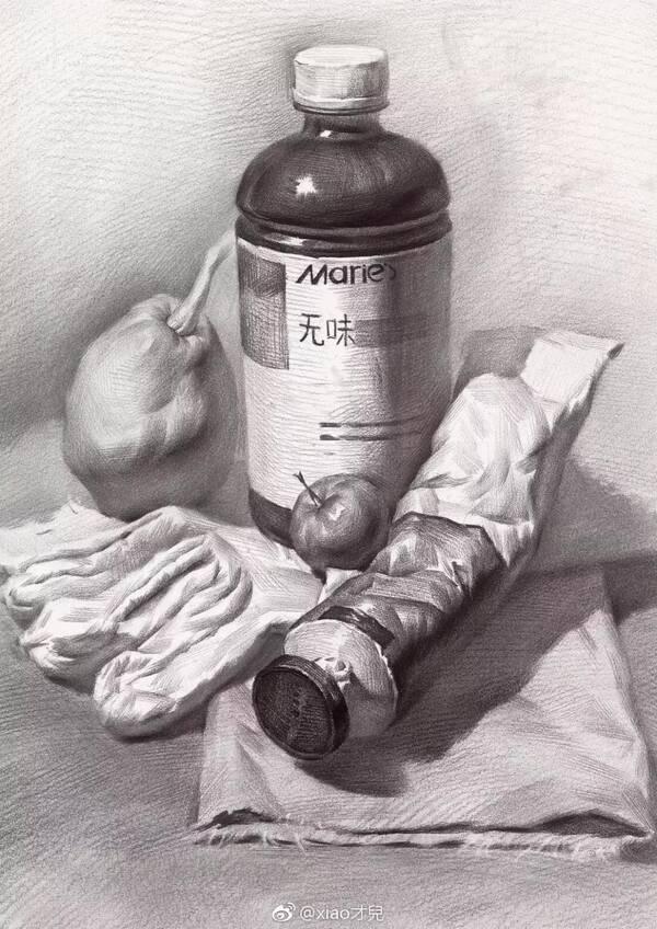 画罐子,初学者先把结构表现出来,标出明暗交界线,再用纸巾沿着交界线