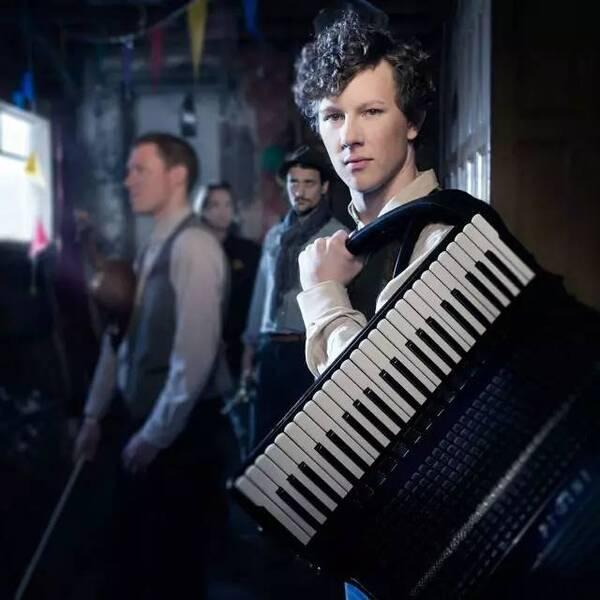 立陶宛马蒂内斯手风琴演奏《Telephone 电话》视频欣赏