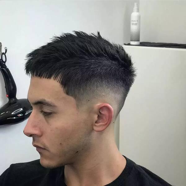 为人比较低调的男士可能不太喜欢夸张的油头发型,没关系的,就现在图片