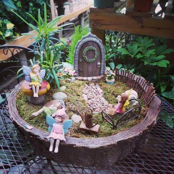 上面这个精灵小花园看起来非常精致,不过制作方法却是非常简单的,一图片