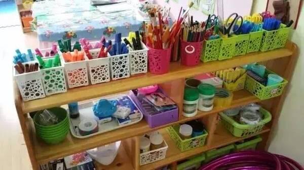 美工区活动内容丰富,有绘画,印画,版画,折纸,剪纸,粘贴等等,需要的