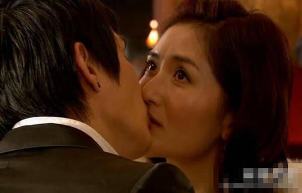谢娜演的电视剧_截图猜剧 | 谢娜跟安七炫演吻戏,这是我看过最谜的电视剧!