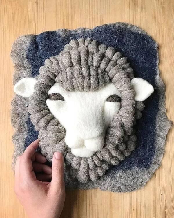 手工编织毛绒绒的动物
