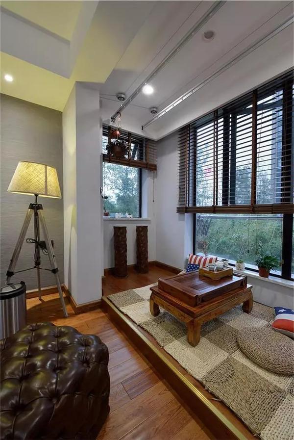 打通阳台和客厅连为一体,做一个茶室