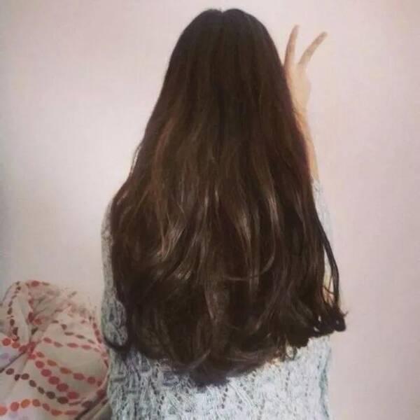 纹理烫是一种动感蓬松飘逸活泼的发型形象,这种烫发以卷的弧度使头发图片