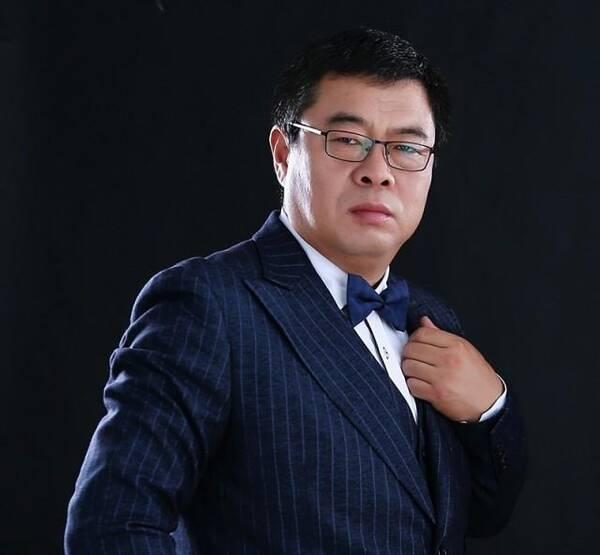 秋裤大叔,中国内地男歌手,代表作品《我想静静》《像我这样的男人》
