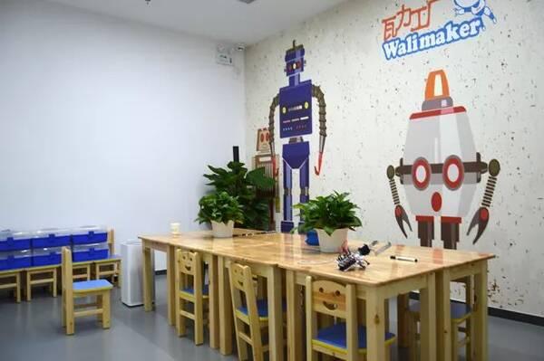 风靡全国的瓦力工厂机器人进驻公主坟凯德mall