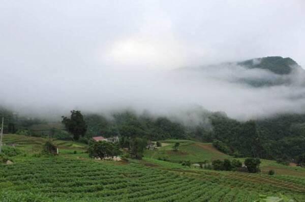 南潭生态文化旅游区是国家aaa级旅游区,位于房县城南10千米的南潭村