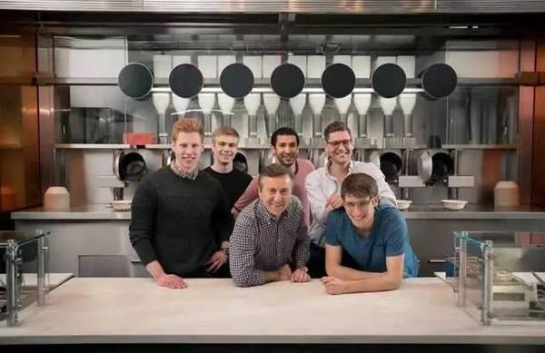 MIT理工男创办全球首家机器人餐厅:米其林星厨烹饪总监 菜肴仅$7.5