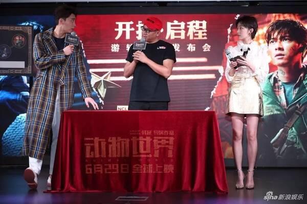韩延执导电影《动物世界》在游轮上举办发布会,韩延携主演李易峰