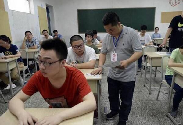 高三老师集体考试校长监考