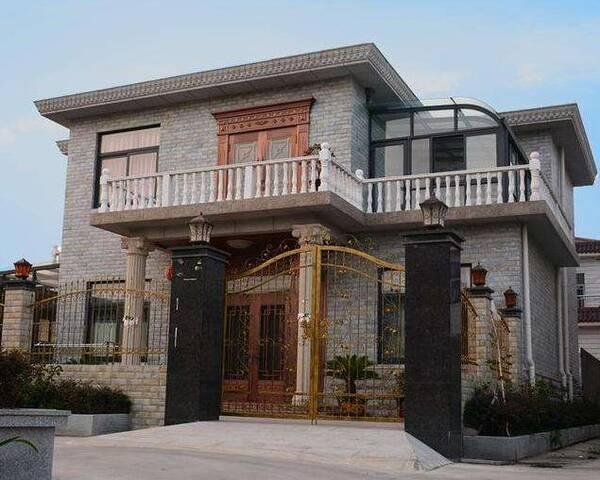 南方农村把所有积蓄都用来建洋房豪宅 但又为何大门落锁无人居住