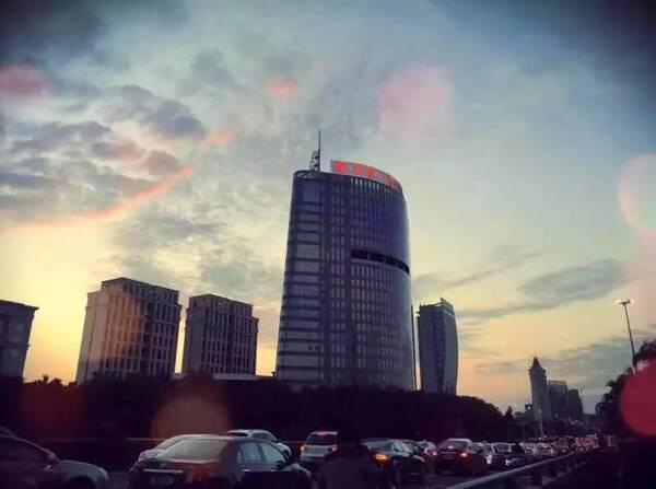 """魏于钦,王璿将提前作客东莞电台fm104""""城市的声音""""栏目,与主持人叶纯图片"""