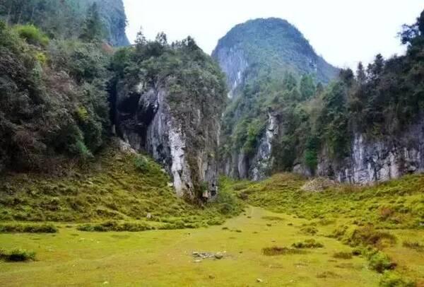 在恩施,有个经典户外徒步地叫清江古河床!