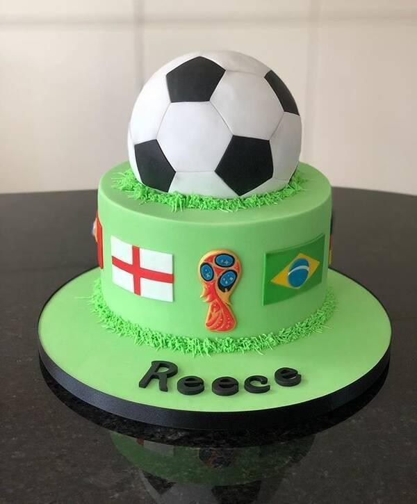 世界杯期间,甜品店纷纷推出主题蛋糕,给男人们