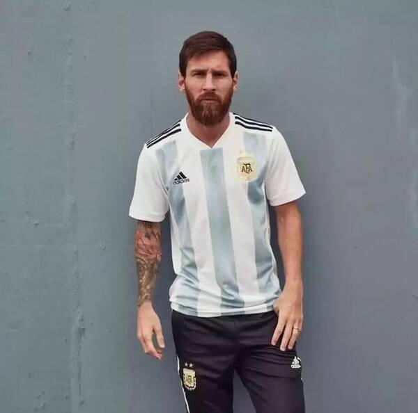 梅西身穿新款阿根廷球衣图片