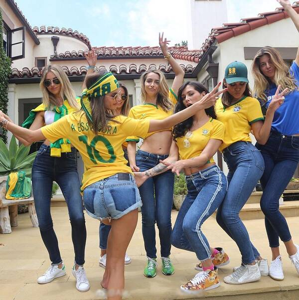 巴西队能不能夺冠不知道,但巴西球迷惊艳世界