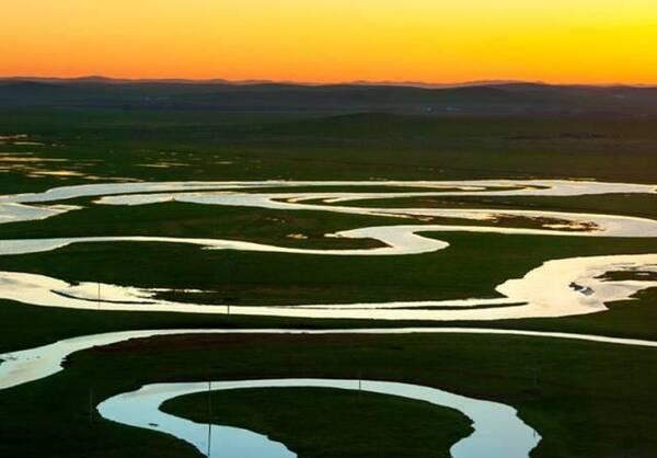 乌拉盖湖景区位于内蒙古乌拉盖管理区哈拉盖图农牧场场部东3公里处