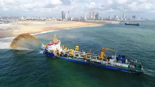 """""""浚洋1""""是耙吸式挖泥船,而在中国南海建设功不可没的天鲸号则属于绞吸"""