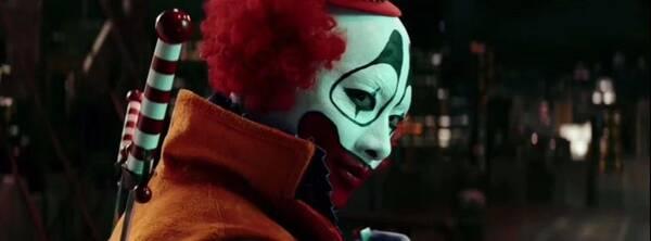 在《动物世界》中,郑司开活的像个小丑.