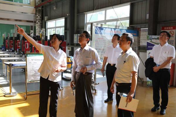 【能源】日本驻重庆总领事小松道彦到访能源职业学院探索教育合作