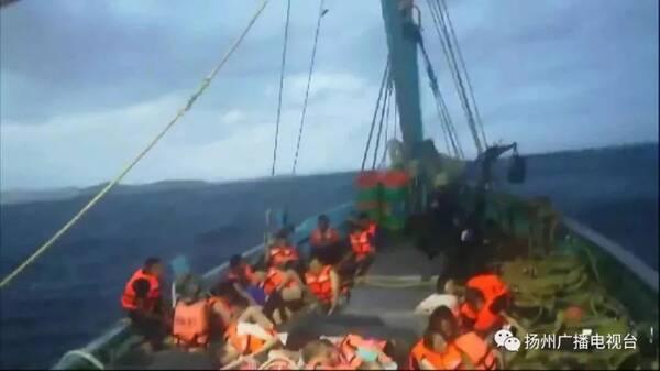 事发前…… 7月5日下午,两艘载有中国游客的游船在泰国普吉岛附近海域