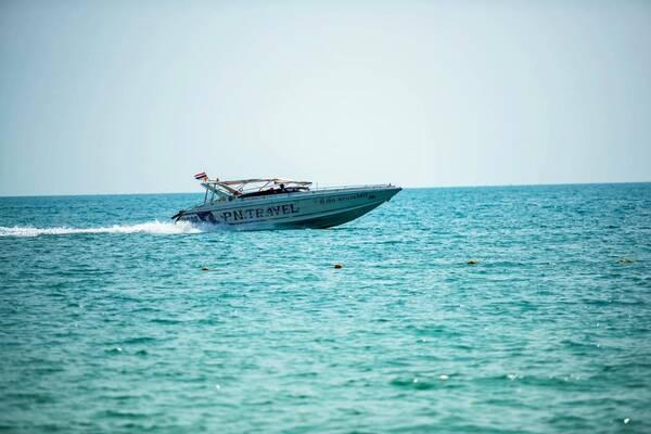 """面对泰国普吉岛""""凤凰""""号游船,翻船事件,目前已经造成45人死完."""