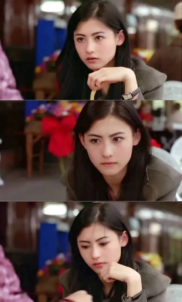 香港电影中的女星会在妆容和发型上极大突出女性的特点,加上中性化的图片