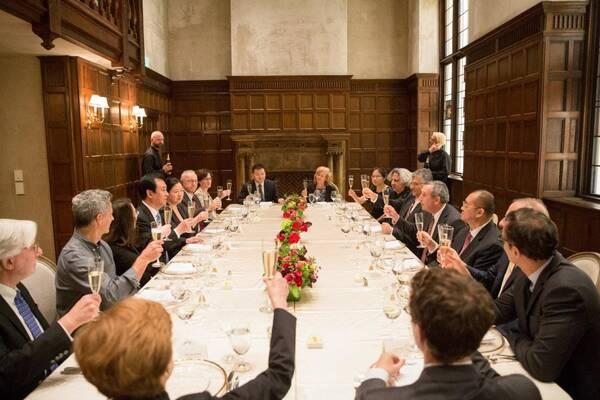 E:\2018年图片\7月\0712老板美国行\选图\哈佛校长会见\新建文件夹\许家印一行受邀参加哈佛校长晚宴.jpg
