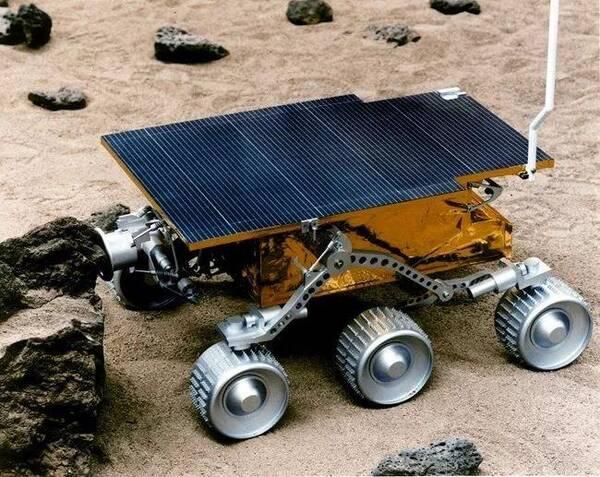 机器人漫游车的主要目标是探索火星表面并收集有关土壤和地质的信息.