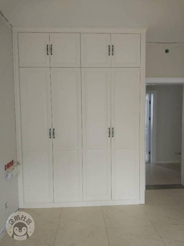 主卧衣柜,加了罗马柱和顶线,可是顶不平,又切掉了一点顶线,不太完美图片